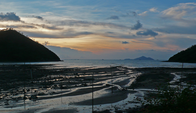 Sunset and low tide in Sham Wat Bay
